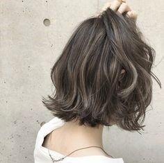 시원한 단발머리스타일 굵은 웨이브펌 쿨하네 : 네이버 블로그 Spring Hairstyles, Curled Hairstyles, Medium Hair Styles, Short Hair Styles, Hair Arrange, Good Hair Day, Hair Today, Balayage Hair, New Hair