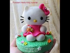 How to do fondant Hello Kitty topper for a cake.Step-by-step tutorial with very precise exlanations. Even if you are a beginner, you will enjoy our tutorial :)Good. Hello Kitty Fondant, Torta Hello Kitty, Hello Kitty Birthday, Fondant Figures Tutorial, Cake Topper Tutorial, Cupcakes, Patterned Cake, Fondant Cake Toppers, Cake Icing
