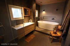 Intimate bathroom / Tunnelmallinen kylpyhuone