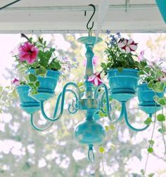 Are you looking for a cheap but still gorgeous garden decor? Do you like upcycling? If your answer is yes, this creative garden decorating craft idea is a perfect for you! Look at this gorgeous chandelier flower planter, in't it beautiful? It's easy to make and you can easily spice up your porch or your home with it!