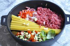 """Je vous ai parlé il y a peu de la nouvelle tendance qui fait fureur aux Etats Unis et qui arrive à grands pas dans nos cuisines européennes, le """"plat de pâtes tout en un"""" one pot pasta ou one pan pasta. J'ai essayé une version avec du poisson qui m'a..."""