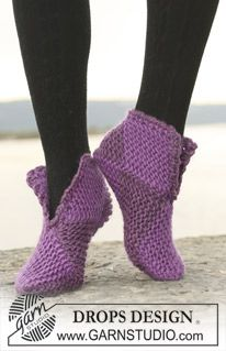 "Court Jester - DROPS slippers in garter st in 2 or 8 colors in ""Eskimo"". - Free pattern by DROPS Design"