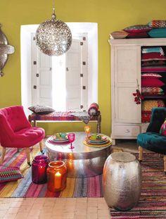 Ein fröhlicher Mix aus Farben, Formen und Stilrichtungen kennzeichnet das Gipsy-Feeling (Foto: Maisons du Monde, Kollektion 2015)
