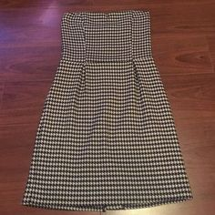 Final Sale  Houndstooth Strapless Dress Forever 21 Strapless Houndstooth Black and White Dress. (Tag is cut out for comfort, but it's a size small). Dress is fully lined and Pleated. Excellent condition! Size Small. Forever 21 Dresses Strapless