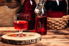 Red Wine, Liquor, Alcoholic Drinks, Vogue, Glass, Food, Preserves, Squash, Portugal