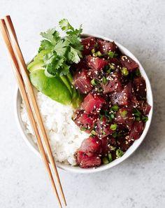 Ahi Tuna Rice Bowl Seared Tuna Steak Recipe, Tuna Steak Recipes, Seafood Recipes, Sushi Recipes, Yummy Recipes, Ahi Tuna Poke, Food Carving, Comfort Food, Fresh Seafood