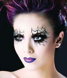 Fun make-up for Halloween! Spider Web Liner & Purple Lips Halloween Make-up Inspiration. Halloween Season, Halloween Fun, Halloween Costumes, Halloween Spider, Halloween Parties, Gothic Halloween, Halloween Tipps, Halloween Clothes, Purple Halloween