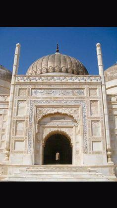 Shahi Masjid, at Derawar Fort. Punjab,  #Pakistan #architecture