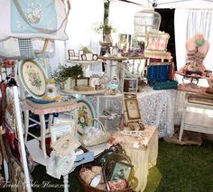 craft booth display idea - shabby chic-collecting ideas for moms jewelry Antique Booth Displays, Craft Booth Displays, Booth Decor, Vintage Display, Display Ideas, Booth Ideas, Craft Booths, Flea Market Booth, Flea Market Style