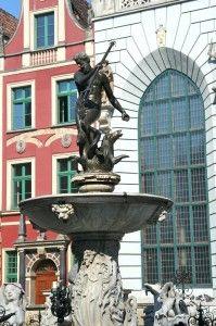 Fontanna Neptuna;  Gdańsk, Długi Targ.    (artykuł pod linkiem) Danzig, Statues, Fountain, Outdoor Decor, Home Decor, Decoration Home, Room Decor, Effigy, Water Fountains