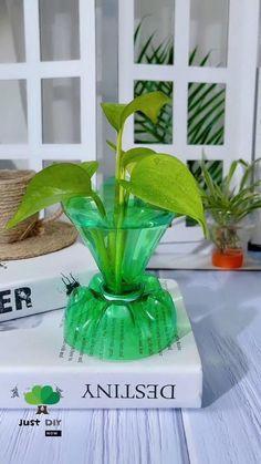 Diy Crafts For Home Decor, Diy Crafts For Gifts, Diy Arts And Crafts, Creative Crafts, Crafts For Kids, Plastic Bottle Flowers, Plastic Bottle Crafts, Diy Bottle, Garden Ideas With Plastic Bottles