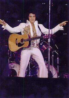 1977 6 25 (8.30) Cincinnati OH . Riverfront Coliseum..