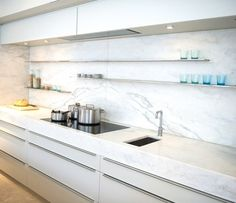 29 Top Kitchen Splashback Ideas for Your Dream Home Would you like to update your kitchen without undergoing a full remodel? Check out our top kitchen splashback ideas to get inspiration! Narrow Kitchen, Kitchen Tops, Glass Kitchen, Kitchen And Bath, Diy Kitchen, Kitchen Interior, Kitchen Decor, Kitchen Ideas, Kitchen Marble Top