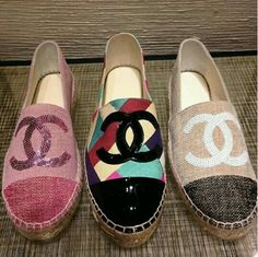 Presenting the Chanel Cruise 2016 Espadrilles. This seasons espadrilles are offered in a variety of styles including classic leather, linen with sequined Chanel Espadrilles, Chanel Shoes, Ballerinas, Chanel Fashion, Fashion Shoes, Cute Shoes, Me Too Shoes, Chanel Cruise 2016, Mode Chanel