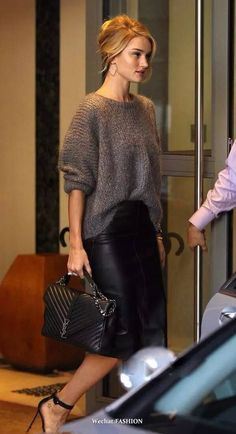 Wool sweater and leather midi skirt Fashion Mode, Work Fashion, Star Fashion, Fashion Looks, Fashion Quiz, 2000s Fashion, Fashion Quotes, Grey Fashion, Fashion 2018