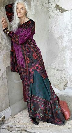 17 Best images about Clothes - Fashion Over 50 - Boho . Gypsy Style, Hippie Style, Bohemian Style, My Style, Mature Fashion, Fashion Over, Look Fashion, High Fashion, Boho Chic