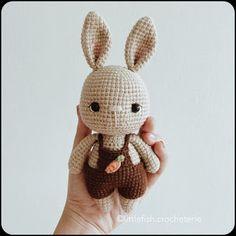 Samyelinin Örgüleri: Hazelnut the little bunny (Free English Pattern) Beau Crochet, Crochet Mignon, Crochet Bunny Pattern, Crochet Rabbit, Crochet Diy, Easter Crochet, Crochet Animal Patterns, Crochet Bear, Crochet Patterns Amigurumi