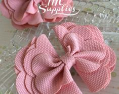 2 pcs 4 bow appliqueboutique bowbow knot by MCsupplies on Etsy Pink bow baby bows bows for girls headband accessories hair bows hair clip accessory bows for babies Pink bowbaby bowsbows for girlsheadband accessorieshair This Pin was discovered by mel Diy Bow, Diy Hair Bows, Diy Ribbon, Bow Hair Clips, Ribbon Flower, Ribbon Hair, Baby Girl Headbands, Baby Bows, Headband Hair