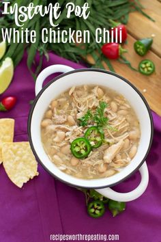 Instant Pot White Chicken Chili Recipes This best White Chicken Chili recipe out there. Made in an Instant Pot, this chili is hearty and healthy and done in 20 minutes. Chili Recipes, Soup Recipes, Chicken Recipes, Dinner Recipes, Cooking Recipes, Smoker Recipes, Healthy Chicken, Healthy Meals, Healthy Food