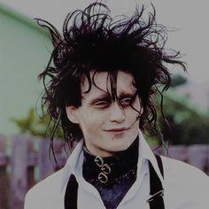 Johnny Depp Young Johnny Depp, Johnny Depp Movies, Eduardo Scissorhands, Edward Scissorhands Costume, Johnny Depp Edward Scissorhands, Johnny Depp Personajes, Estilo Tim Burton, Scissors Hand, Sweeney Todd