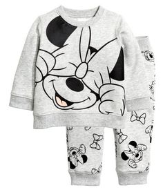 Set in soft sweatshirt fabric with a printed design and soft, brushed inside. Long-sleeved top with snap fastener on one shoulder Luxury Baby Clothes, Disney Baby Clothes, Baby Disney, Minnie Mouse Clothes, Cute Outfits For Kids, Toddler Outfits, Baby Boy Outfits, Baby Kind, Cute Baby Girl