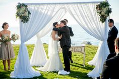 Airy white curtain chuppah found on Modern Jewish Wedding Blog // Photographer: NeriPhoto