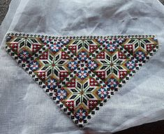 Bilderesultat for sunnhordlandsbunad brystduk Spinning Circle, Traditional Dresses, Old And New, Norway, Bohemian Rug, Old Things, Cross Stitch, Embroidery, Beads