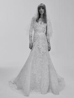 La première collection de robes de mariée d'Elie Saab Elie Saab Bridal http://www.vogue.fr/mariage/adresses/diaporama/la-premiere-collection-de-robes-de-mariee-delie-saab-elie-saab-bridal/30978#la-premiere-collection-de-robes-de-mariee-delie-saab-elie-saab-bridal-14