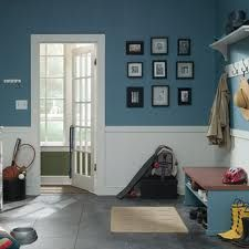 useing two tone colours in this manner works well to make the space feel wide and open.