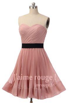 Robe de cocktail vieux rose courte bustier coeur drapé avec ceinture noire pour cortège mariage