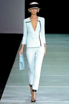 Emporio Armani at Milan Fashion Week Spring 2012 White Fashion, Look Fashion, Spring Fashion, Timeless Fashion, Couture Fashion, Runway Fashion, Fashion Trends, Terno Casual, Estilo Fashion