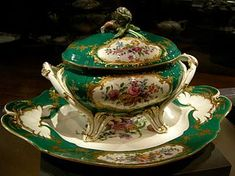 A Sèvres, soup tureen and tray, Sèvres porcelain, National Gallery of Victoria, Australia. Antique Dishes, Vintage Dishes, Vintage China, Vintage Kitchenware, Manufacture De Sevres, Kings Table, China Patterns, Fine Porcelain, Earthenware