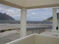Beach Club Apartment - Beach Club Apartment is a town house set in The Beach Club complex in Hout Bay. The complex is situated on the beach and guests are centrally located to the harbour and the markets.  There are two vintage-style ... #weekendgetaways #houtbay #southafrica
