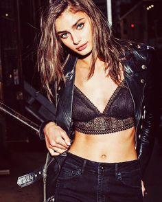 Hoy en #Fashionisima.es Los sujetadores de @victoriassecret que querrás lucir como top este #findesemana #felizfinde #viernes #nightout #partylook #bralette #weekend #shopping #fashion #trends #sexy #girl #models #victoriasecret #night #outfit #enjoy #summer #friyay #friyayvibes #goodvibesonly