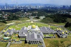 Istana Nurul Iman - Palace of the Sultan of Brunei Palace Hotel, Royal Palace, May Bay, The Beautiful Country, Fantasy Landscape, Borneo, Kuala Lumpur, Holiday Destinations, Attraction