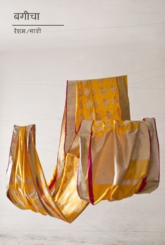 Exhibition of mashru and chanderi handwoven saris, stoles and dupattas by Raw Mango. Indian Attire, Indian Wear, Indian Outfits, Indian Style, Monsoon Wedding, Indian Textiles, Traditional Sarees, Indian Couture, Embroidery Techniques