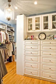 I would love something like this for my closet. I'd put purses up above, my jewelry and accessories on the ledge, and everything else in the drawers!