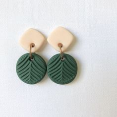 These pretty Eucalyptus double drop stud earrings are inspired by the Australian bush and are the perfect gift for any nature-lover. They're a creation by our and are created from hand-mixed polymer clay australianbush Ceramic Jewelry, Polymer Clay Jewelry, Handmade Polymer Clay, Diy Clay Earrings, Stud Earrings, Beaded Earrings, Polymer Clay Projects, Polymer Clay Tutorials, Homemade Jewelry