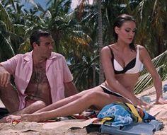 Bond e Domino / Agente 007 - Thunderball: Operazione Tuono Sean Connery Bond, Best Bond Girls, 60s Films, Claudine Auger, Christian Marclay, Bond Series, James Bond Movies, Classic Movies, Action