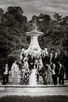 hola - Vue Photography Wedding party portrait for a wedding at the Vizcaya Museum and Gardens
