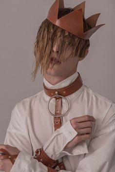 Sampedro Accesoriesunveiled its second collectioninspired by traditions and folklore of the Basque Country in Spain withharnesses, chokers, belts, necklaces, bracelets handmade in natural leather. Oier and Carlos are the names behind Sampedro Accesories, a brand that was born in... »