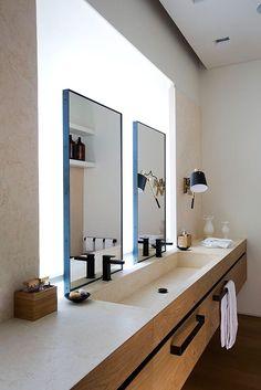 En la sala de baño, el mueble principal combina distintos materiales: la madera y el mármol. | Galería de fotos 5 de 7 | AD MX