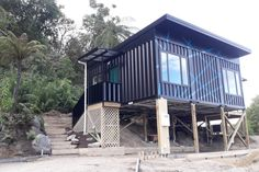 Wonderful Veranda Shipping Container House - USA - Living in a Container Shipping Container Design, Cargo Container Homes, Container Buildings, Shipping Containers, 20ft Container, Container Homes Australia, Florida Home, Florida Usa, Dome House