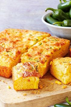 Packed with seasonal flavour, this vibrant dish makes a hero of gorgeously fresh green chillies, combined with sweetcorn to create a delicious new spin on classic American-style cornbread. American Dinner, American Party Food, Tesco Real Food, Food Pack, Good Food, Yummy Food, Fresh Green, Food Menu, Appetizer Recipes