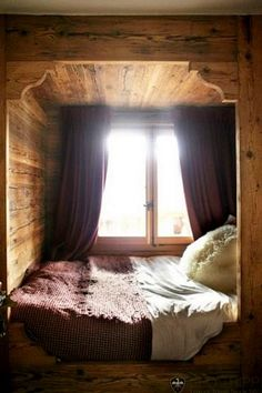 pine bedroom nook // scalloped carved entry into tiny bed nook Bed Nook, Bedroom Nook, Cozy Nook, Cozy Bed, Alcove Bed, Pine Bedroom, Cosy Corner, Bedroom Country, Cozy Cabin