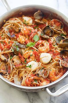 One Pot Seafood Pasta - One Pot Seafood Pasta - easy seafood pasta cooked in one pot. Quick and delicious dinner that you can whip up in less than 30 mins! One Pot Seafood Pasta Recipes, Fish Recipes, Pasta Food, Spaghetti Recipes, Pasta With Seafood, Seafood Soup, Steak Recipes, Crockpot Recipes, Seafood Lasagna