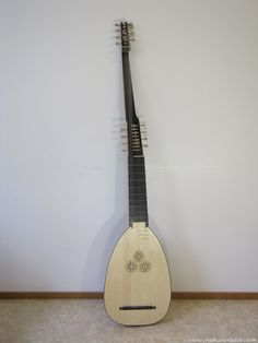 Lutes with extended necks | Niskanen Lutes