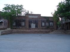 Once a store, this building is now abandoned.  It is located next to the historic Old Plantation (brothel, cafe and entertainment center) for Governors, businessmen and others who could escape their surroundings and hide out in the mountains.  Medicine Park has a history of hiding people such as The James Gang, Dalton Boys and others.  Medicine Park located just North of Lawton, Oklahoma is known for entertainment and native cobblestone rock.