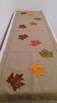This Pin was discovered by She Burlap Table Runners, Sewing Projects, Projects To Try, Dining Decor, Wool Applique, Leather Design, Thanksgiving Decorations, Fabric Painting, Fall Decor