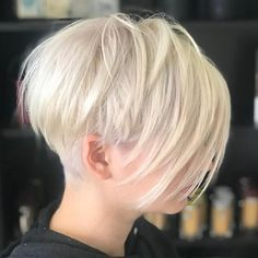 Pixie Haircuts with Bangs - 50 Terrific Tapers White Blonde Layered Pixie With Undercut hair cuts for women Short Pixie Haircuts, Haircuts With Bangs, Pixie Hairstyles, Ladies Hairstyles, Haircut Short, Short Undercut Hairstyles, Blonde Haircuts, Shaved Hairstyles, Party Hairstyles